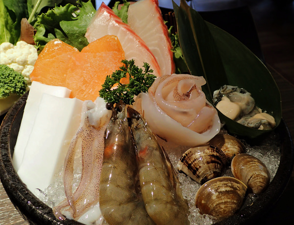 一兵一卒鍋物概念館︱麻辣鍋X椰香咖哩鍋,海陸雙拼與波士頓龍蝦的豪華火鍋盛宴