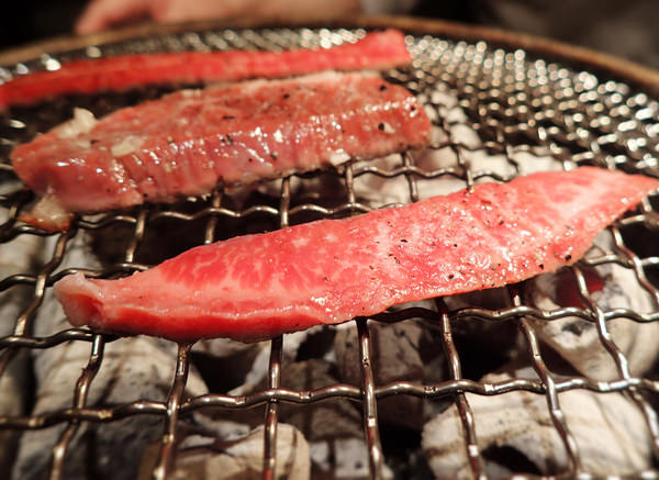 【國父紀念館美食】「燃」燒吧,男人的小宇宙!Moe燃燒肉炭火燒肉三店