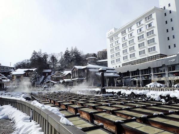 草津溫泉景點-:湯畑、 熱乃湯的湯揉表演, 西の河原通り 溫泉街漫步