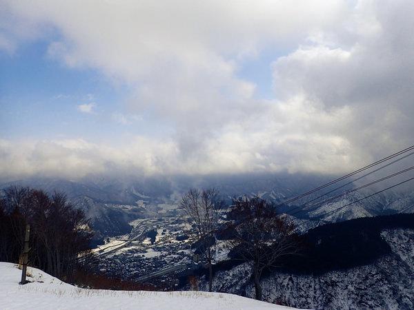【日本滑雪雪場篇】到湯澤高原雪場搭乘世界最大的纜車,眺望美麗溫泉街景!