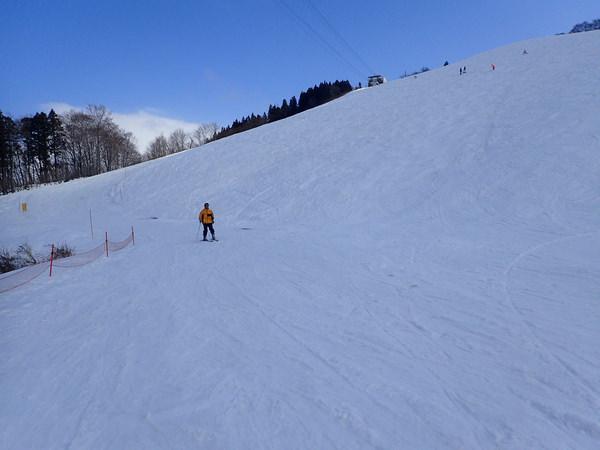 【日本滑雪.新潟】到湯澤高原滑雪場搭乘世界最大的纜車,眺望美麗溫泉街景!