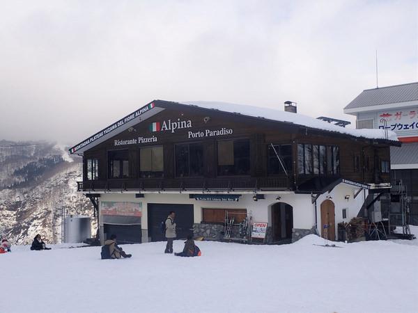 【日本滑雪雪場篇】到湯澤高原滑雪場搭乘世界最大的纜車,眺望美麗溫泉街景!