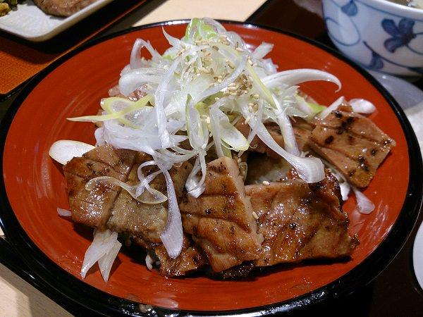 日本仙台美食:牛舌一定要吃厚切!仙台機場「冠舌屋」把握最後機會大吃牛舌!