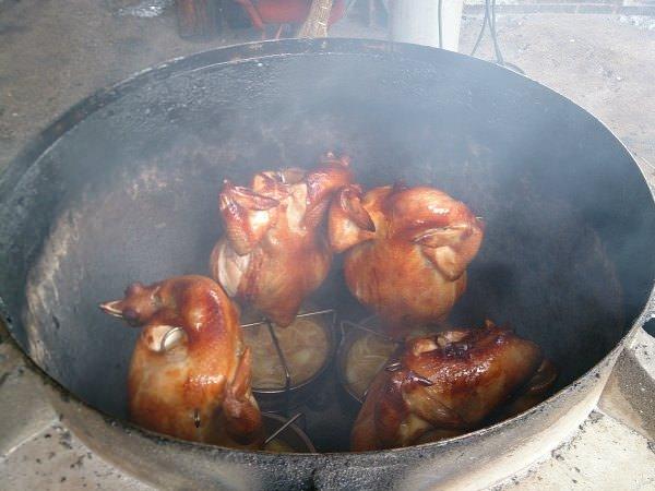 【宜蘭美食】五結番割田甕缸雞,古法甕烤、皮脆肉多汁