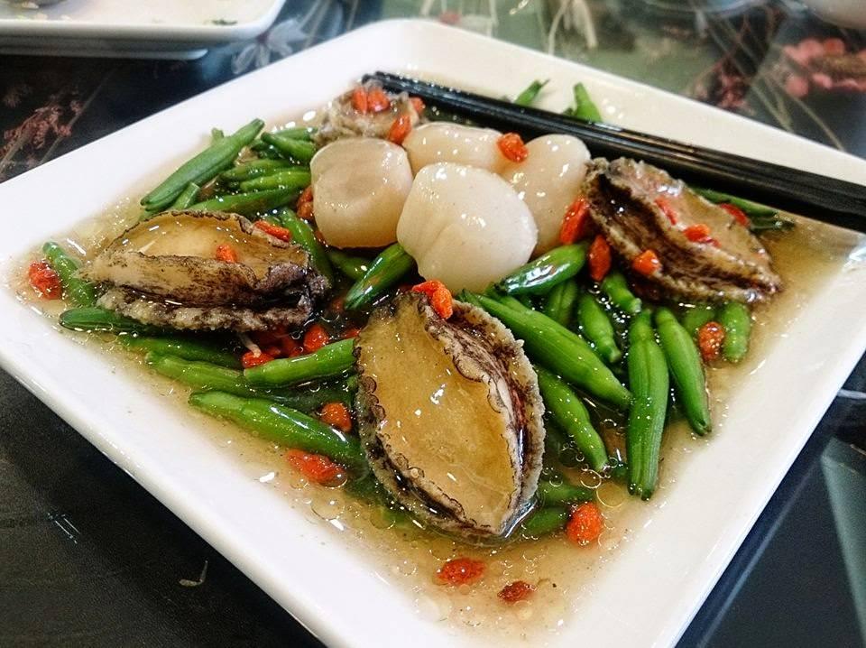 【新竹美食】街客家常菜:4人挑戰海鮮合菜,成功!