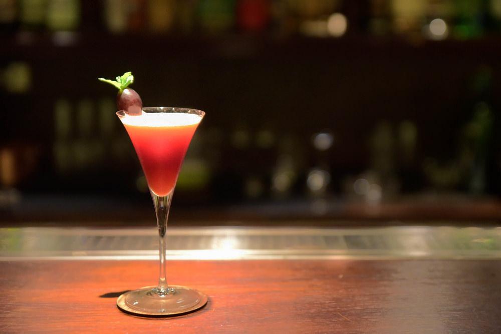 大稻埕酒吧|「小城外」的沉靜時光.日式經典調酒